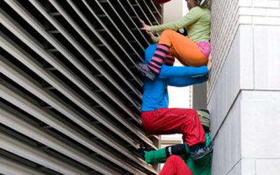 Dancers as urban sculpture.