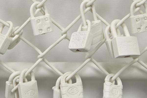Big chain links.